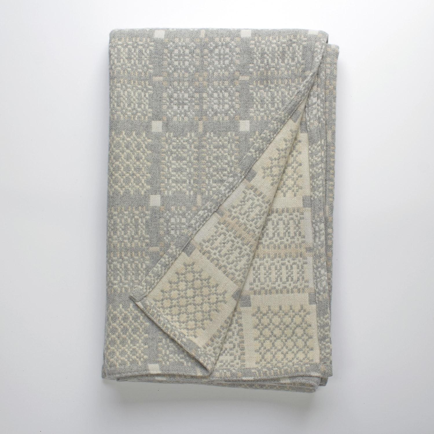 Knot Garden silver throw