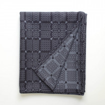 Knot garden blue throw