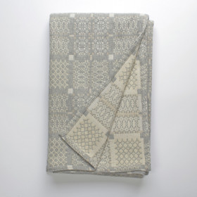 Knot Garden throw & blankets Silver